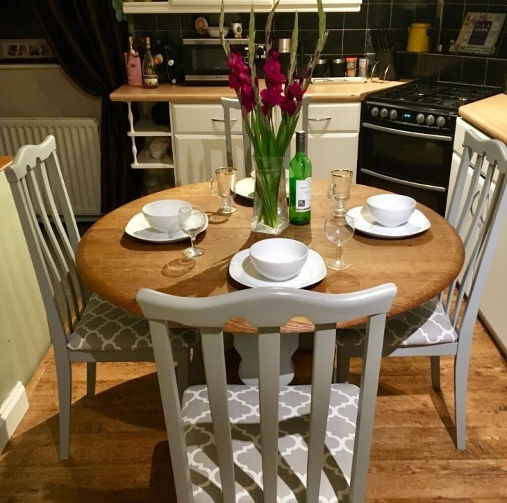 Farmhouse/Country Style Dining Table & Chairs Refurbished in Farrow & Ball  paint.