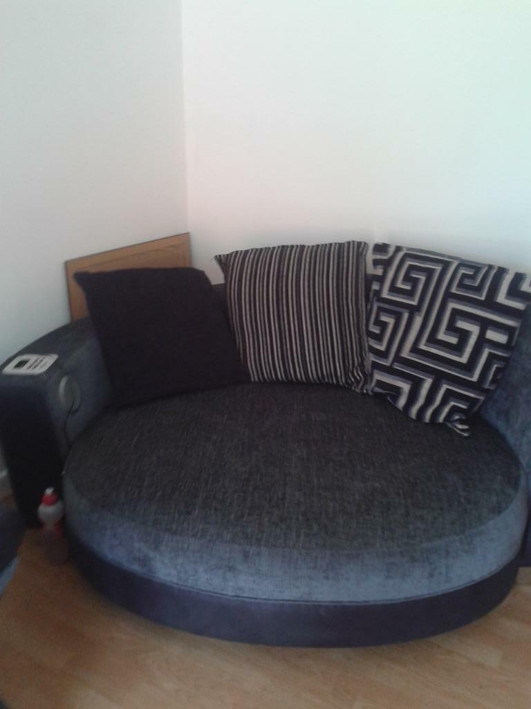 3 seater black leather sofa spa large round with built in speakers and docking ...