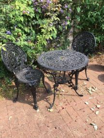 cast iron garden furniture - table