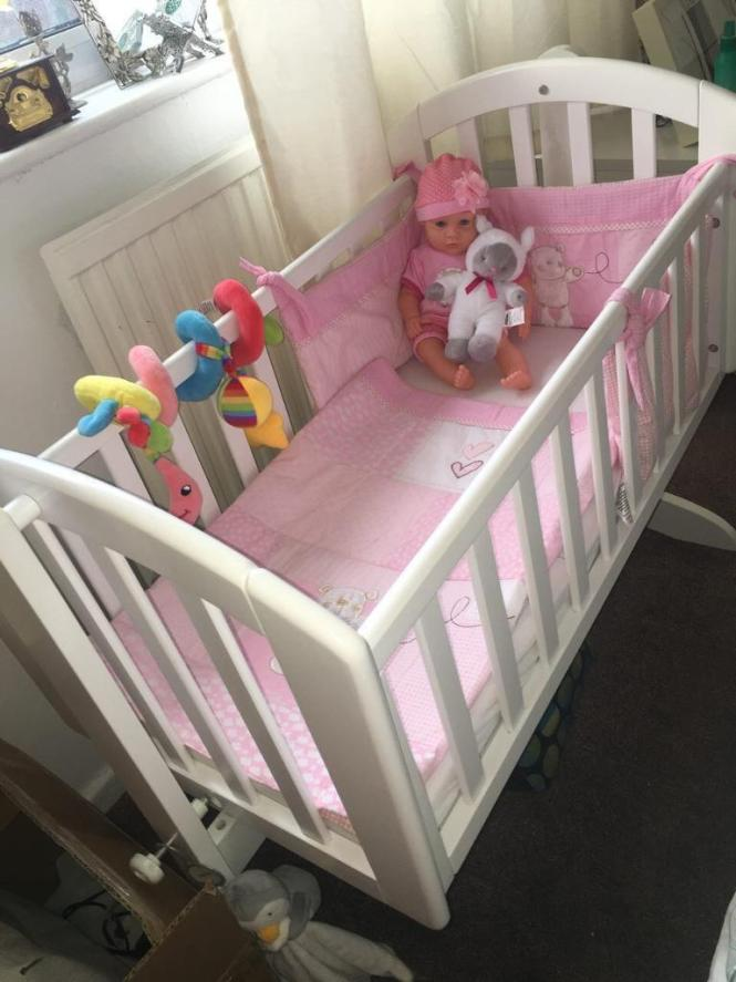 White O Baby Swinging Crib With Mattress Per And Quilt