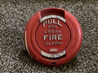 *Vintage* *Rare* Standard Electric 200179 Fire Alarm Pull Station (U4)