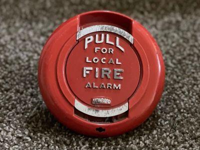 *Vintage* *Rare* Standard Electric 200179 Fire Alarm Pull Station (U3)