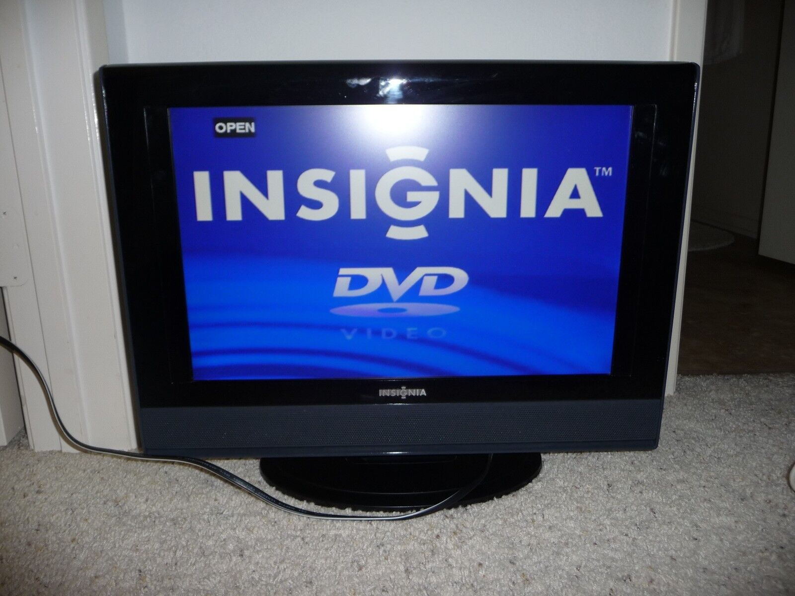 "Insignia Ns-ltdvd19 - 19"" Lcd Tv Hdtv With Built-in Dvd"