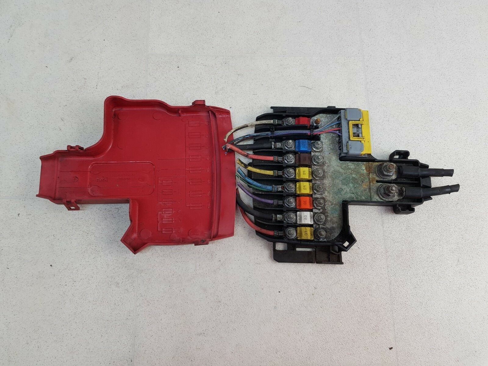 medium resolution of details about citroen c4 picasso mk1 07 13 engine battery fuse box unit with cover 9662914480