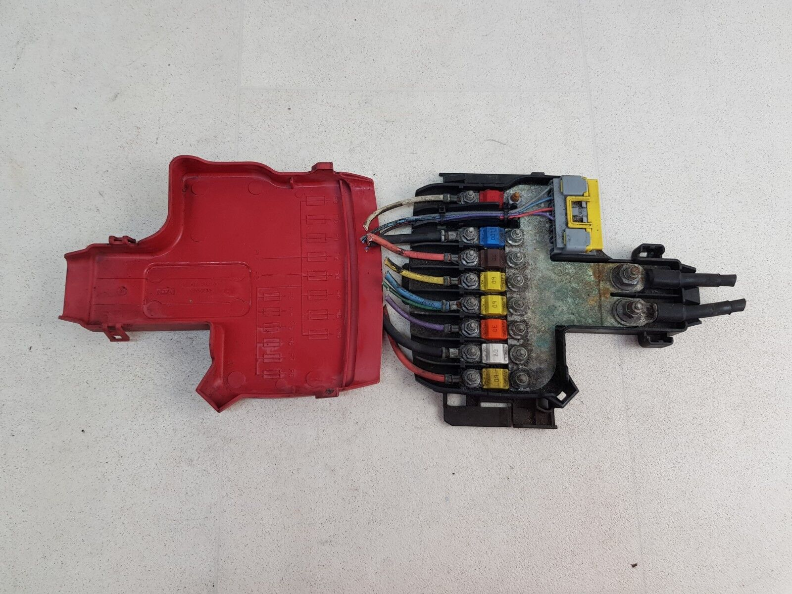 hight resolution of details about citroen c4 picasso mk1 07 13 engine battery fuse box unit with cover 9662914480