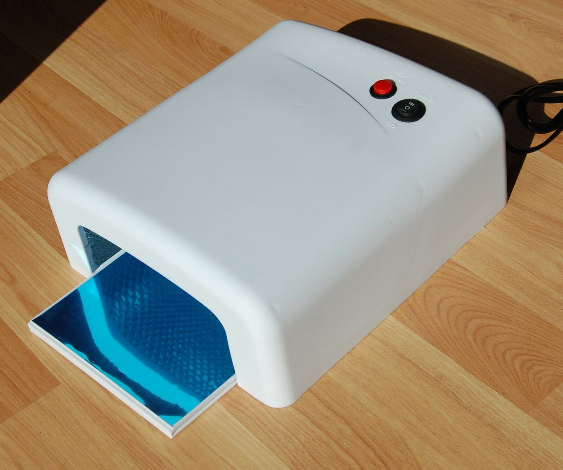 Studio UV Lampe 36 Watt mit 4 Röhren und Timer 120 sec  Lichthärtungsgerät