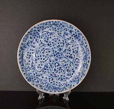 AN 18TH CENTURY KANGXI CHINESE PORCELAIN BLUE & WHITE DISH