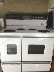 Classic 1960s St George Supermatic Double Oven Model U370