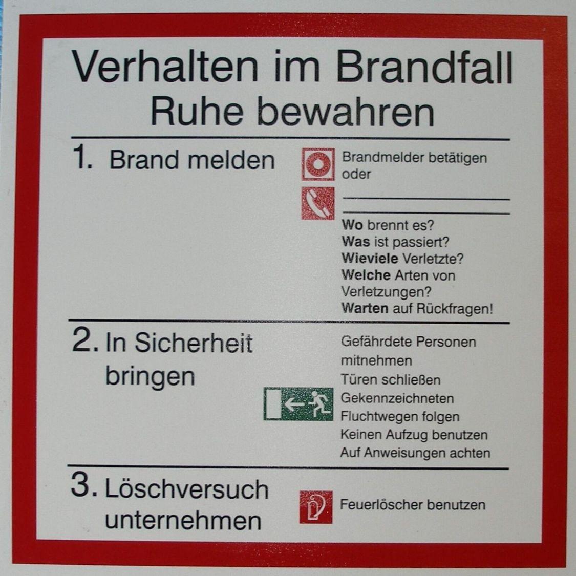 Schild Symbol Verhalten im Brandfall 200 x 200 mm Hartschaumtafel selbstklebend