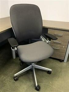 swivel chairs kijiji peterborough ergonomic chair on sale buy or sell recliners in furniture steelcase leap v2 task mesh back tall