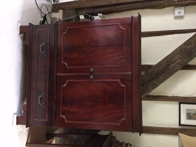 Reproduction Mahogany Veneer TV Cabinet