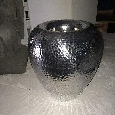 Vase bauchig gehämmert Hammerschlag Aluminium silber Boden Tischvase