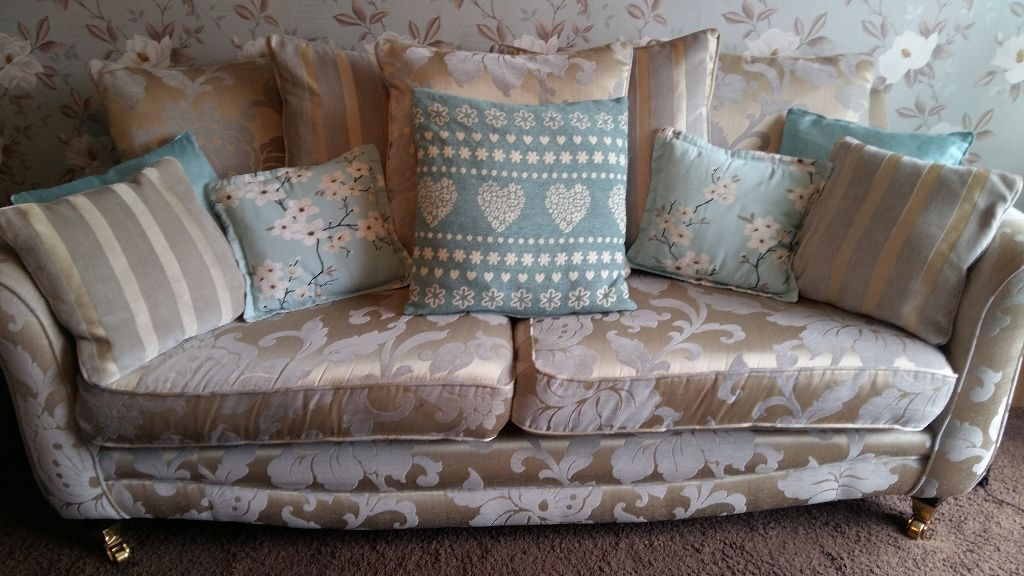 CASH SALE ONLY PLEASE SCS 4 SEATER SOFA AND 2 SEATER LOVE