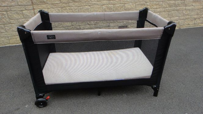 Babydan Travel Cot Easy N Lite With Extra Foam Mattress And Free Sheets