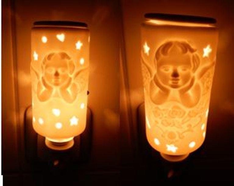 Pajoma elektrisches Nachtlicht Duftlampe Engel Angel 2 Designs Weihnachten