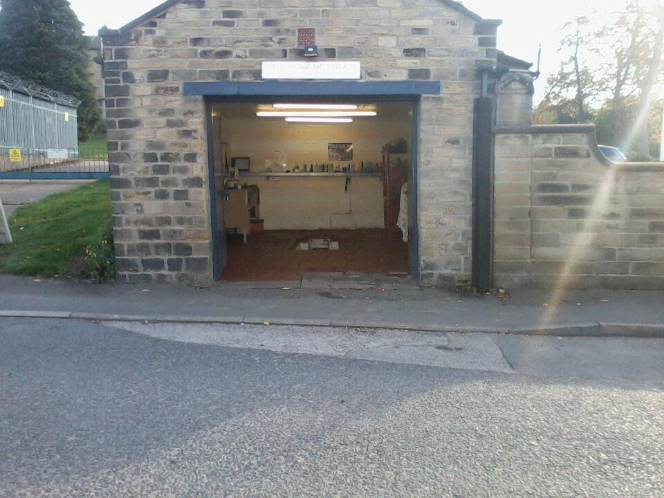 Leigh House Leeds  WorkshopGarage Available for Rent  September 2017  in Stanningley West