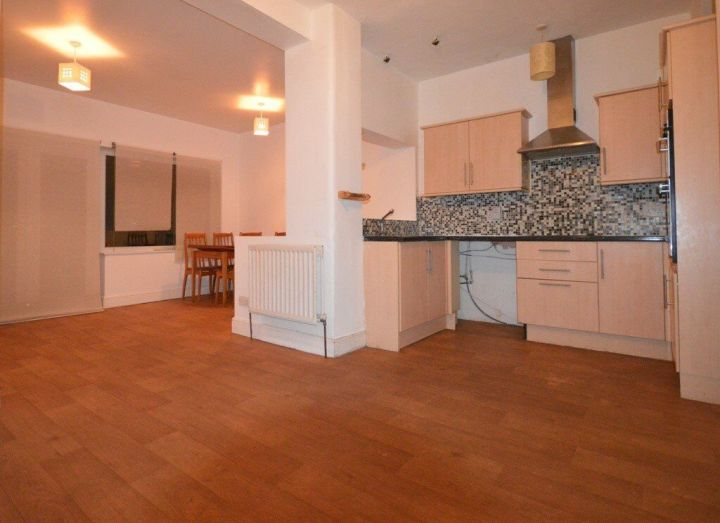 3 Bed House In East Ham Part Dss Accepted