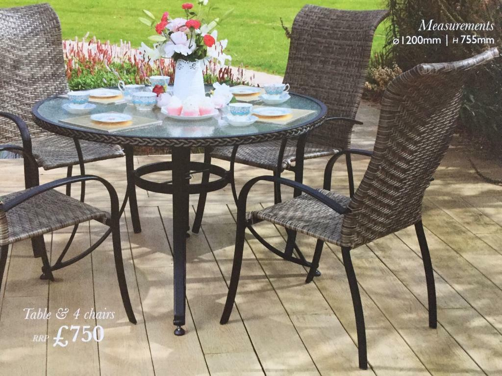 4 seater outdoor table and chairs diffrient world chair brand new still in box garden furniture
