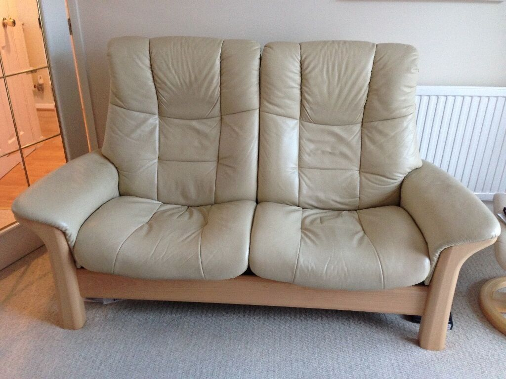 two seater recliner sofa gumtree sleeper twin stressless buckingham cream leather