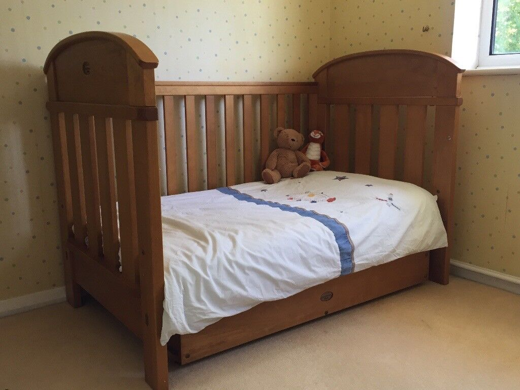 boori country collection madison 3 in 1 cot bed sofa sleeper for office beautiful solid wood in1 great condition one or two available