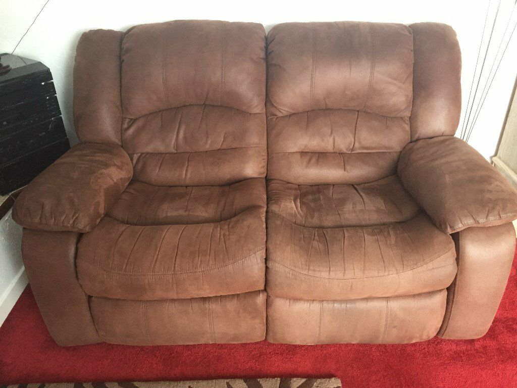 two seater recliner sofa gumtree com chaise usado quality soft leather 2 with stain