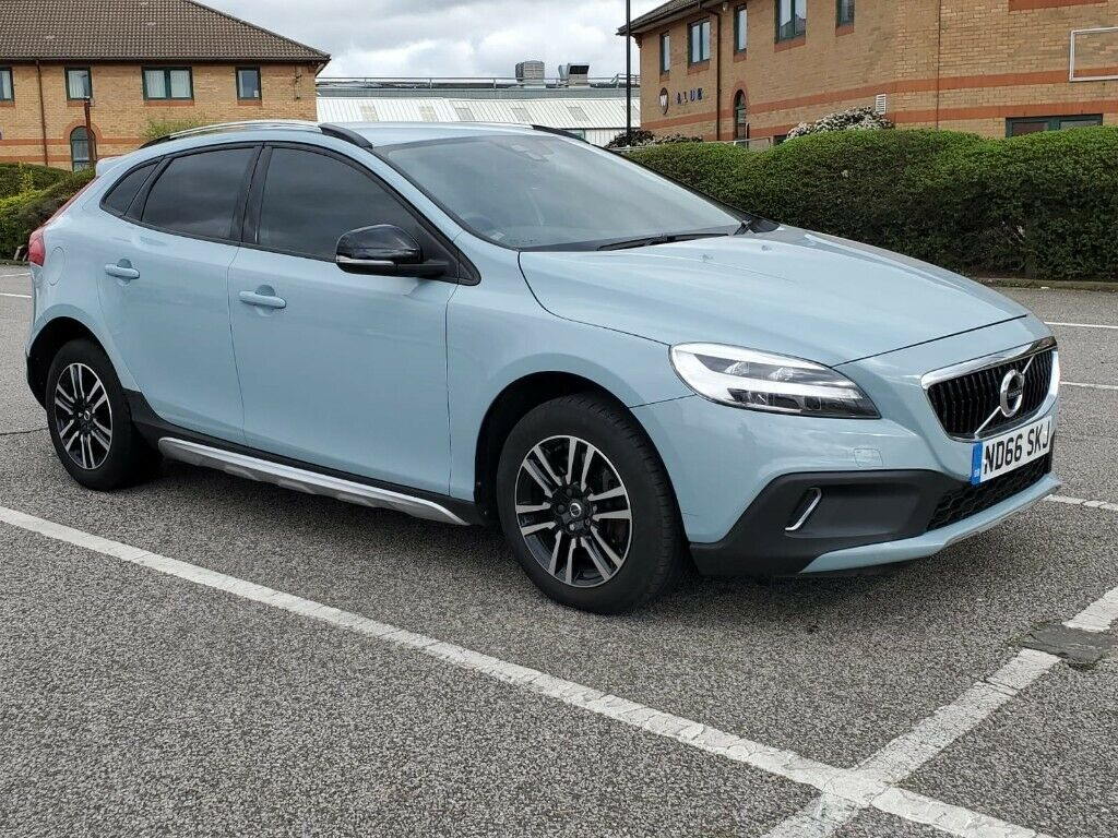 Volvo V40 2016 Cross country T3 Automatic Petrol 1498cc Only 19k 5doors Service book Long MOT   in Enfield, London   Gumtree