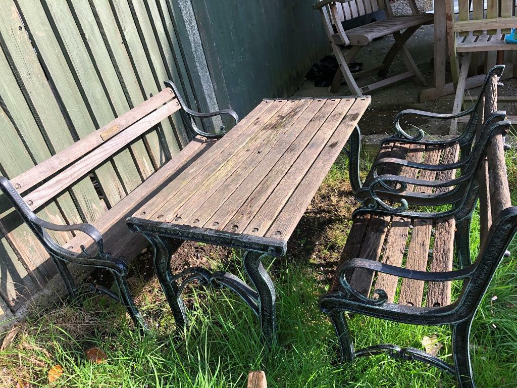 cast iron table and chairs gumtree office star dorado chair berkeley forge foundry wood kids garden