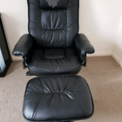 Electric Recliner Chair Covers Australia Replace Casters With Glides Armchairs Gumtree Parramatta Area Yes Back Fabric Is Torn Otherwise Really Good Auto And Foot Stool Used For Baby Nursing To Put Cover On