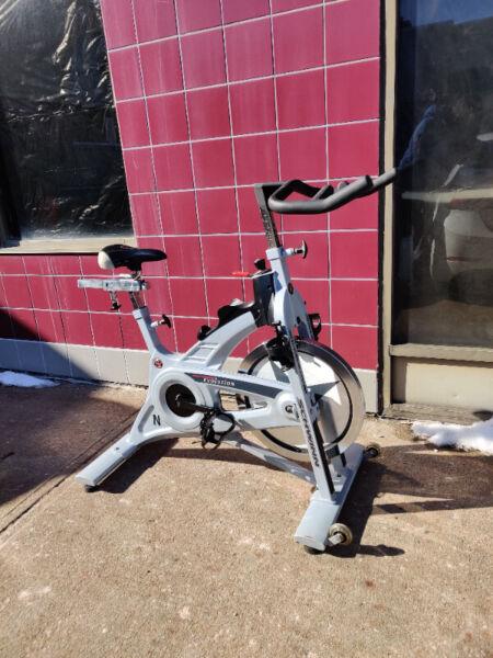 Schwinn Evolution Spin Bike : schwinn, evolution, Schwinn, Evolution, Clips, Wheel, Heavy, Frame, Exercise, Equipment, Toronto, Kijiji