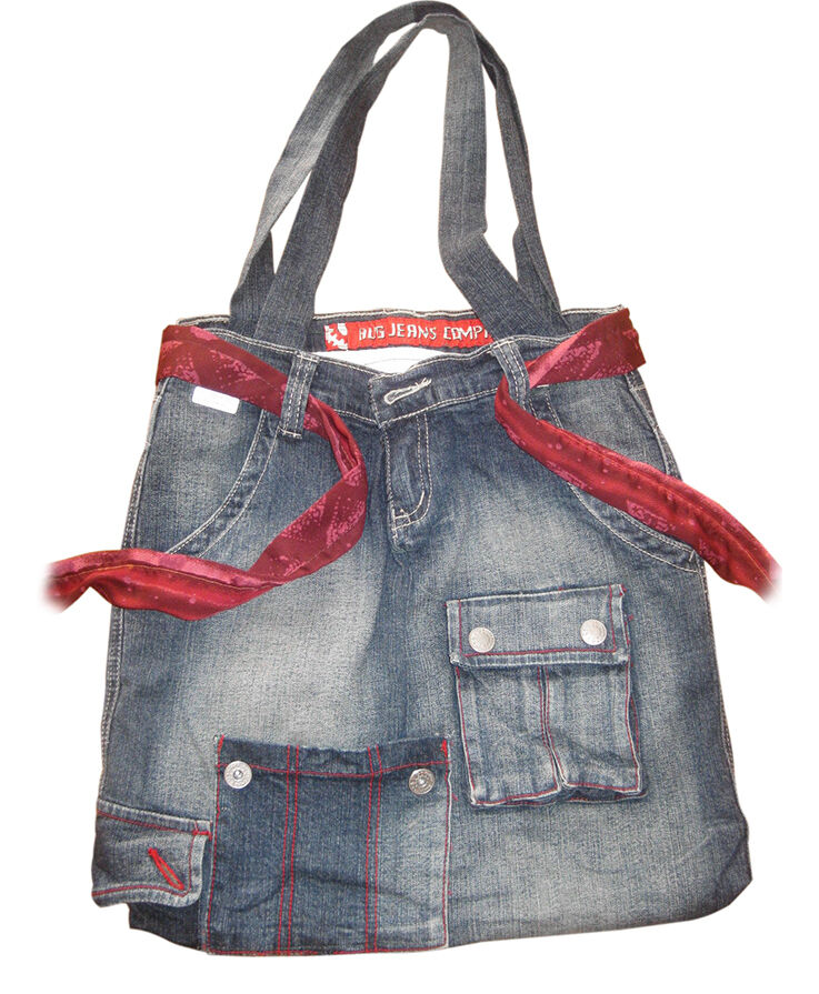 Recycling of old clothes - Old Jeans equal a New Bag