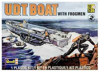 Revell Monogram 1 32 Udt Boat With Frogmen