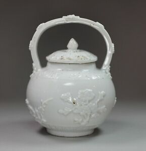 Rare Chinese blanc de chine pot and cover, Kangxi (1662-1722)