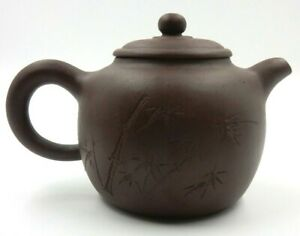 VINTAGE CHINESE YIXING CLAY TEAPOT WITH ARTIST SIGNED ON BOTTOM & INSIDE LID