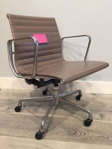 eames aluminum chair sling chaise lounge chairs original herman miller group management in tan image is loading