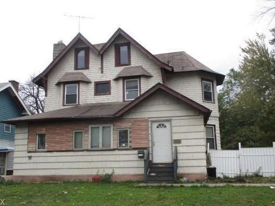 Large investment home in Cleveland Ohio across from Lake Erie! 2