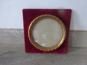 details sur ancien cadre photo dore rond sur velours rouge deco retro vintage french antique