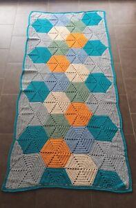 details sur tapis rectangulaire realise au crochet fil trapilho