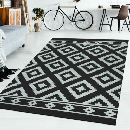 tapis poils ras ethnique motif losanges design scandinave noir moderne