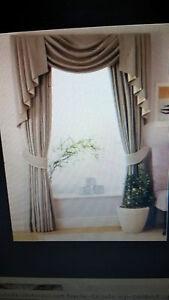 La tenda con mantovana dublino è realizzata in morbido cotone con una decorazione a tema scozzese. Tenda Siria Calate Mantovana Realizzata Artigianalmente Con Tessuto Tinta Uni Ebay