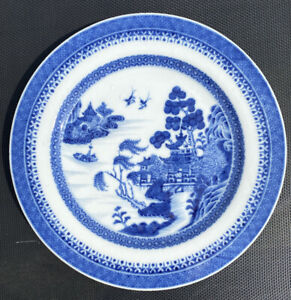 A very nice 18th century Qianlong period Chinese blue and white dish