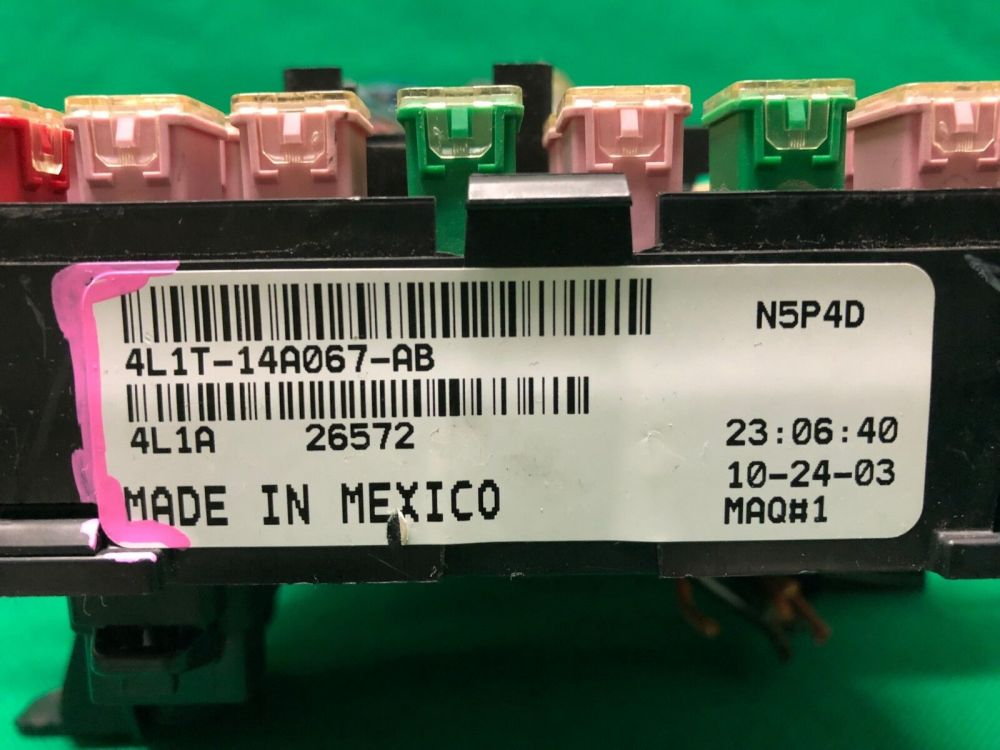 medium resolution of 4l1t 14a067 ab 2003 2005 ford expedition lincoln navigator fuse relay block for sale online ebay