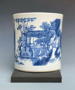 Beautiful Blue and white Chinese porcelain brushpot from Qing period