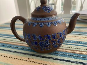 Beautiful Vintage Chinese Yixing Zisha Clay Teapot excellent condition signed