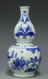 Blue and white Chinese porcelain gourd vase