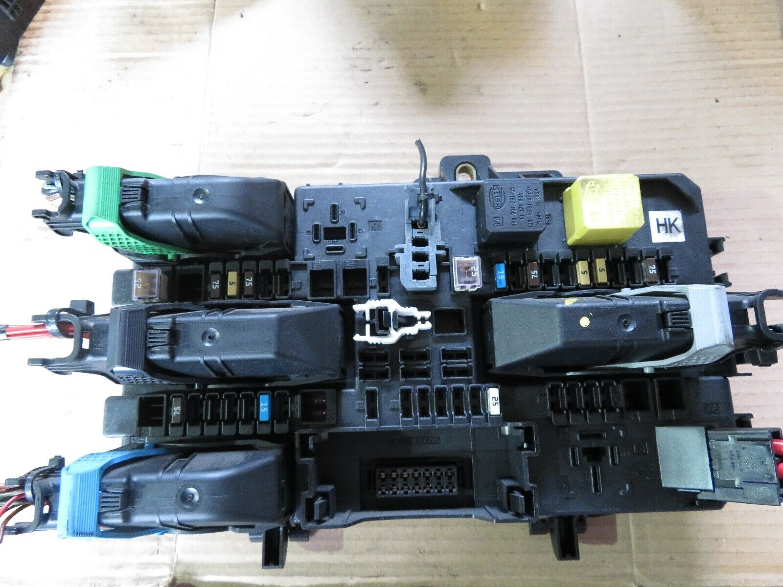 hight resolution of vauxhall astra h zafira b rear fuse box relay 13 206 762 hk bcm tested 05 12
