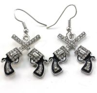 Western Cowgirl Dual Revolver Pistol Gun Dangle Earrings ...