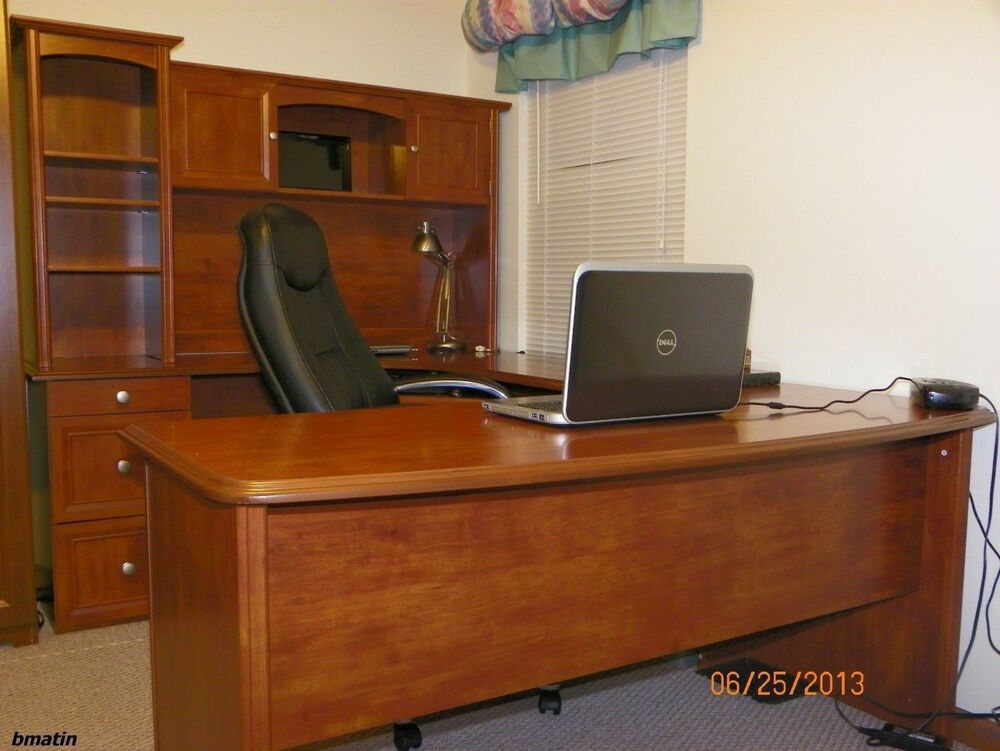 NEW UShaped Office Executive Desk WITH Hutch Maple  L