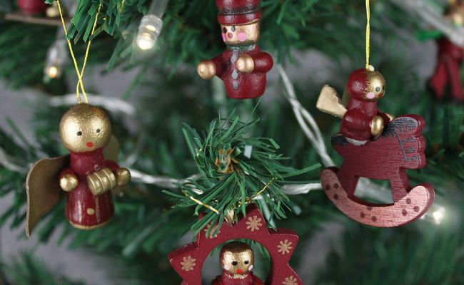 12 Traditional Wooden Christmas Tree Decorations Rocking