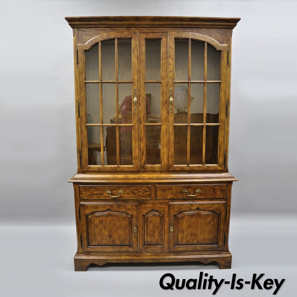 details about drexel heritage chatham oaks china cabinet cupboard lighted hutch vtg186 124 6