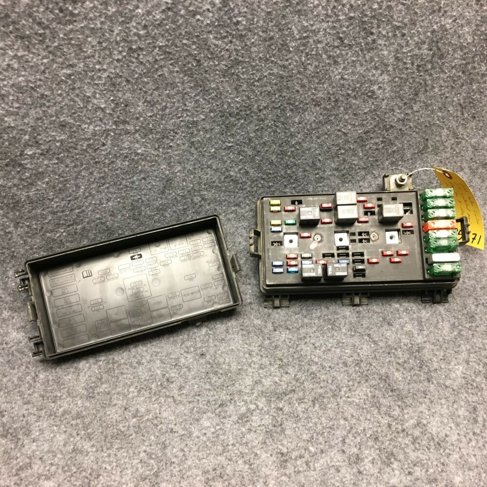 hight resolution of details about 2003 saturn lw200 2 2 underhood main fuse box relay center oem 35271